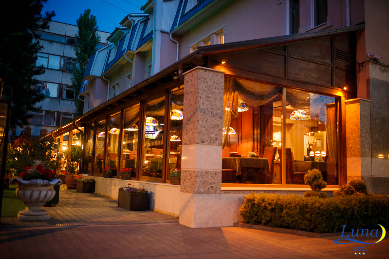вид гостиницы со стороны улицы Митрополита Петру Мовилэ